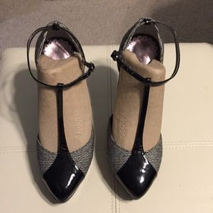 T-strap T-Bar tweed oxford heels